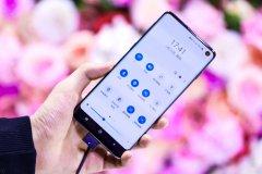 三星Galaxy S10系列销量捷报频传 苹果降价销量却依旧尴尬